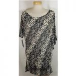 *BNWT Energy size:L black and white snakesking print top