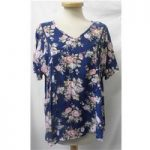 Arista – Size: 12 – Blue With Floral Pattern – T-Shirt